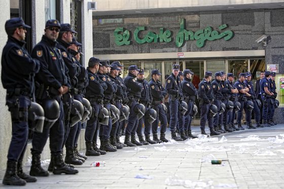 Policía Nacional; Servir y Proteger.
